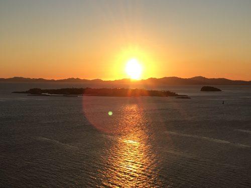 スカイルーム(居住者のみ立ち入り可能)からの日の出